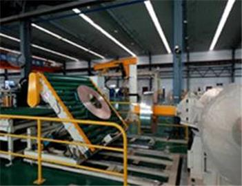 Inline coil upender for turning over steel strip coils