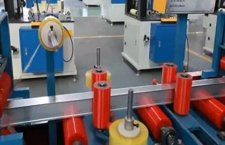 Aluminum profile tape and film sticking machine